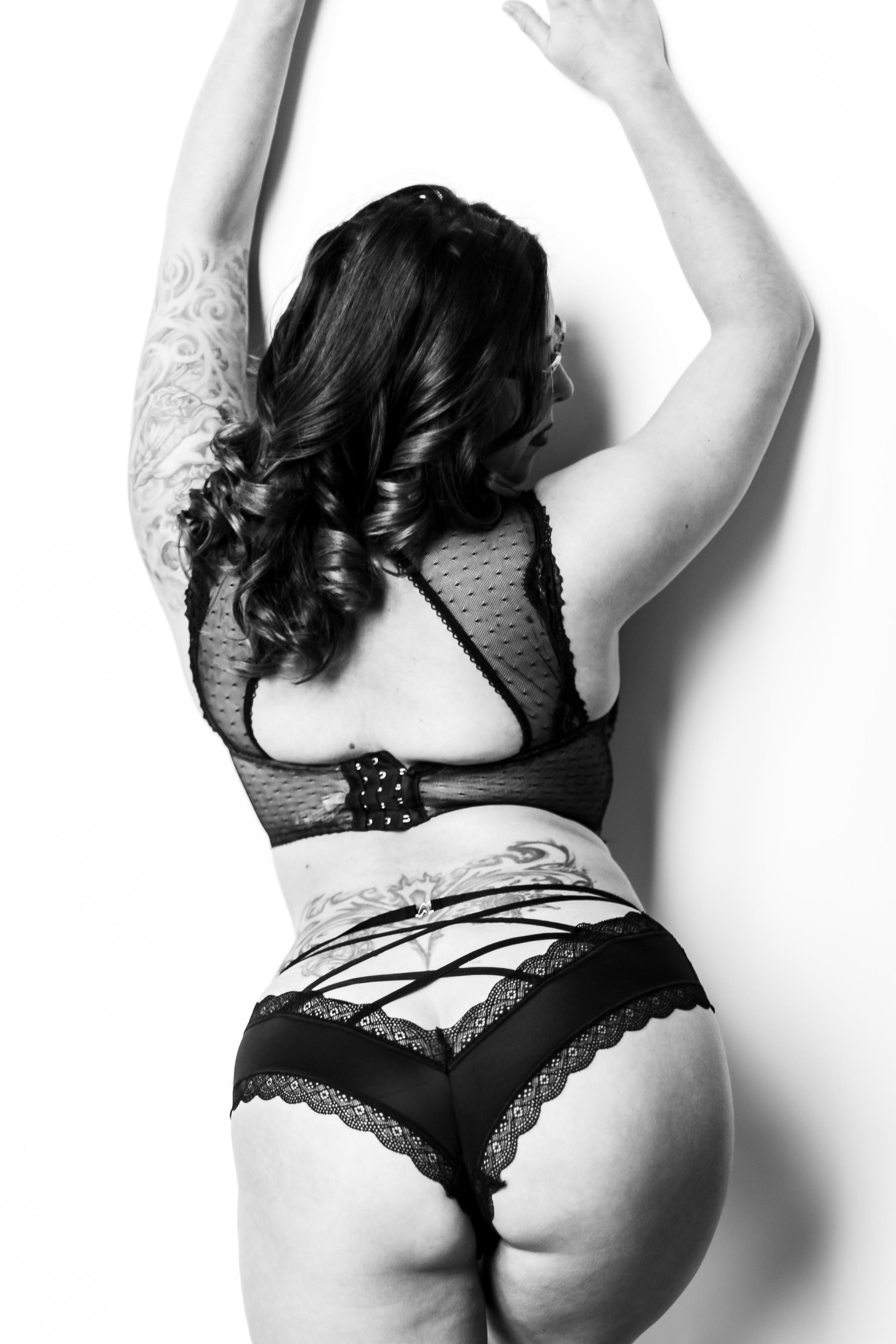 Philly-boudoir-session-posing-inspiration-rachel-55.jpg