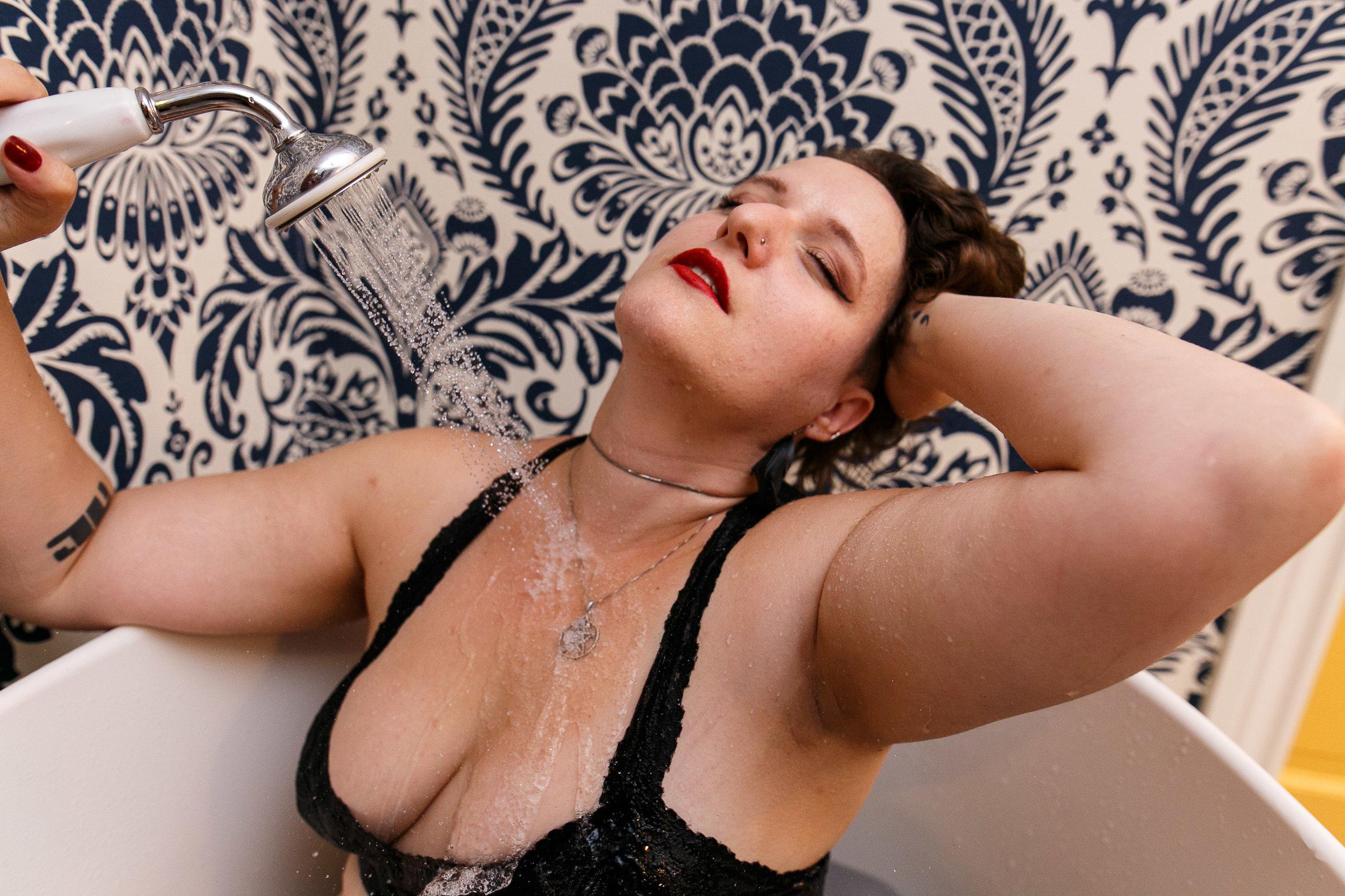 Glamorous Bathtub Boudoir Session at the Hotel Monaco Philadelphia 10