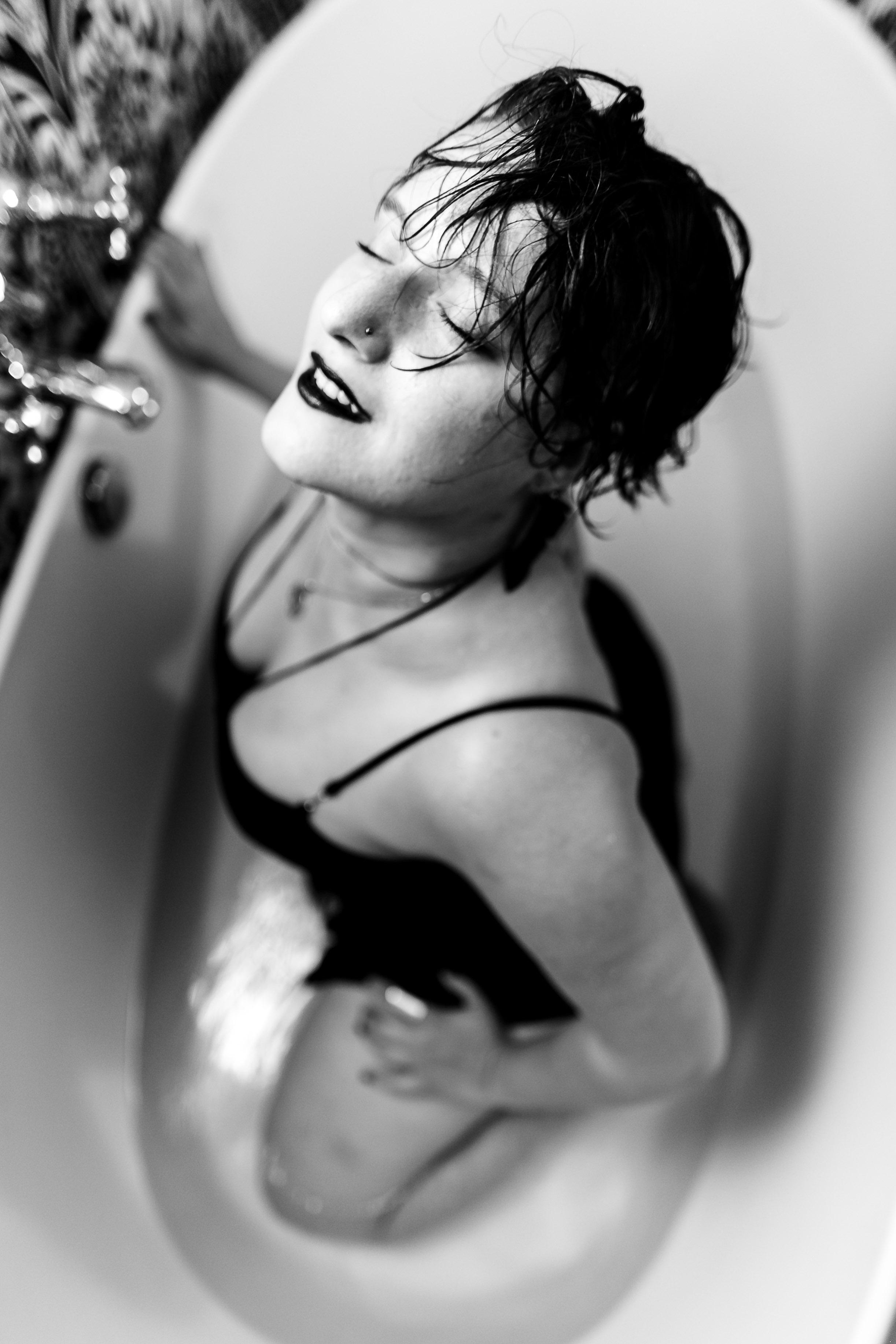 Glamorous Bathtub Boudoir Session at the Hotel Monaco Philadelphia 37