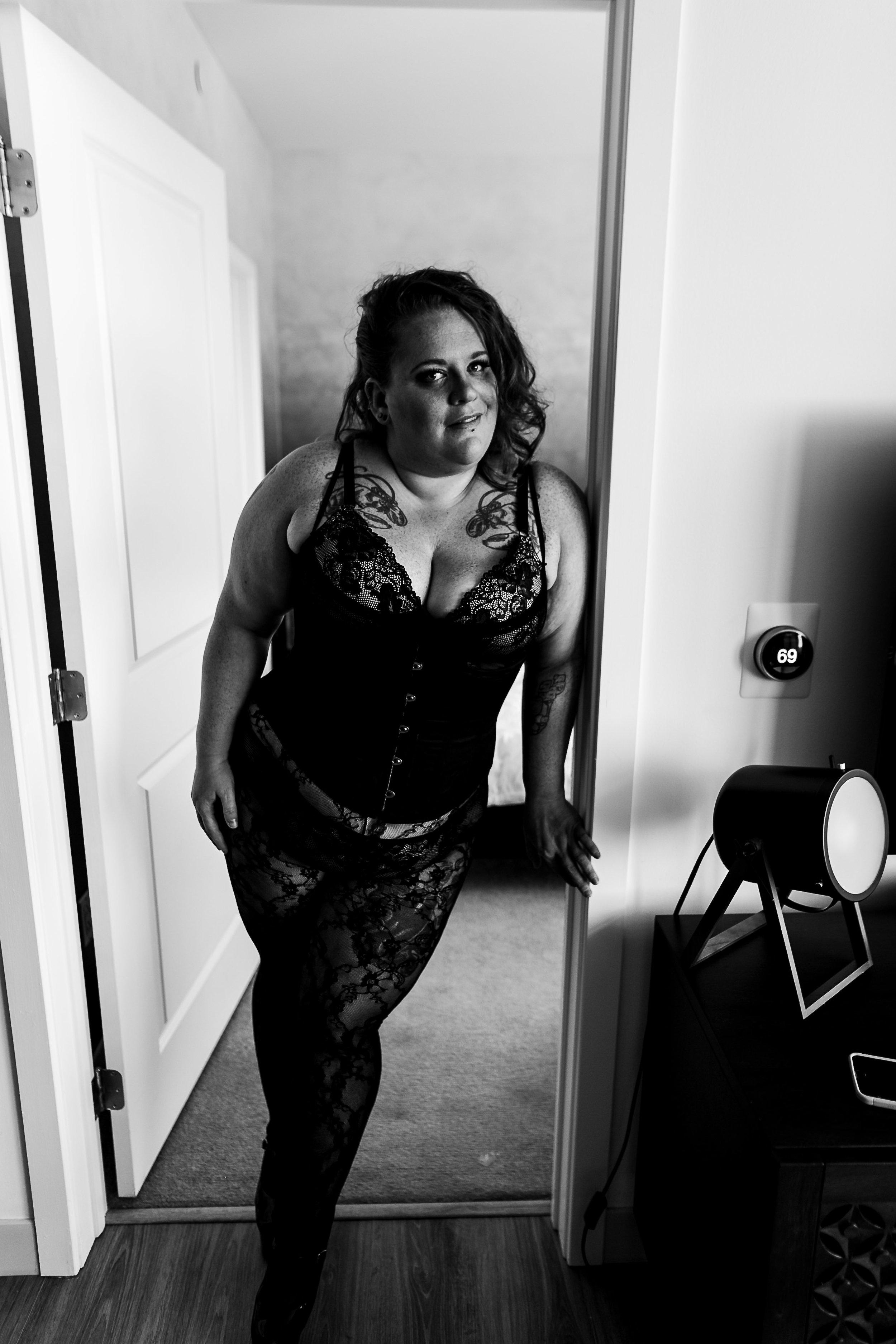Jenn Burlesque Philly Boudoir Session-155.jpg