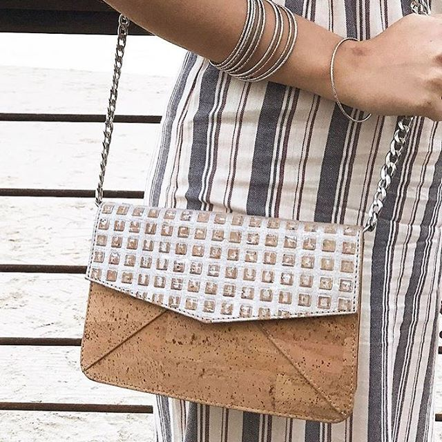 Thank you @foxesandfood for styling our clutch again!!! Love this Summery look 💪💪💪 #handbags #fashion #ootd #veganfashion #vegan #sustainable #sustainablefashion #ecofriendly #green #clutch #cork #accessories #crueltyfree #handbag #purse #eco #slowfashion