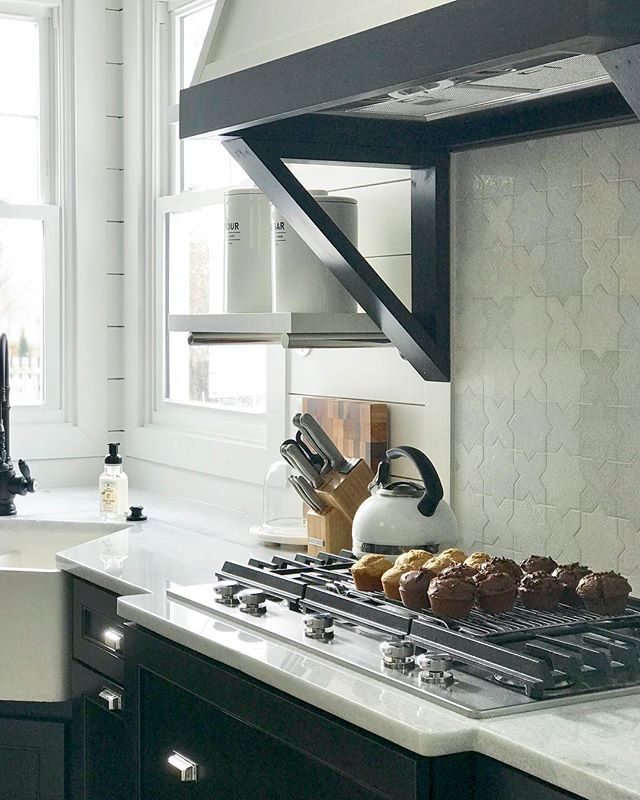 Homemade muffins to warm up on this chilly day (the amazing aroma in the house is an added bonus ✨) . . . . #kitchen #design #kitchenaid #mywestelm #rejuvenation #kemper #treesidelane #renovation #designbuild #interiordesign #interiorarchitecture