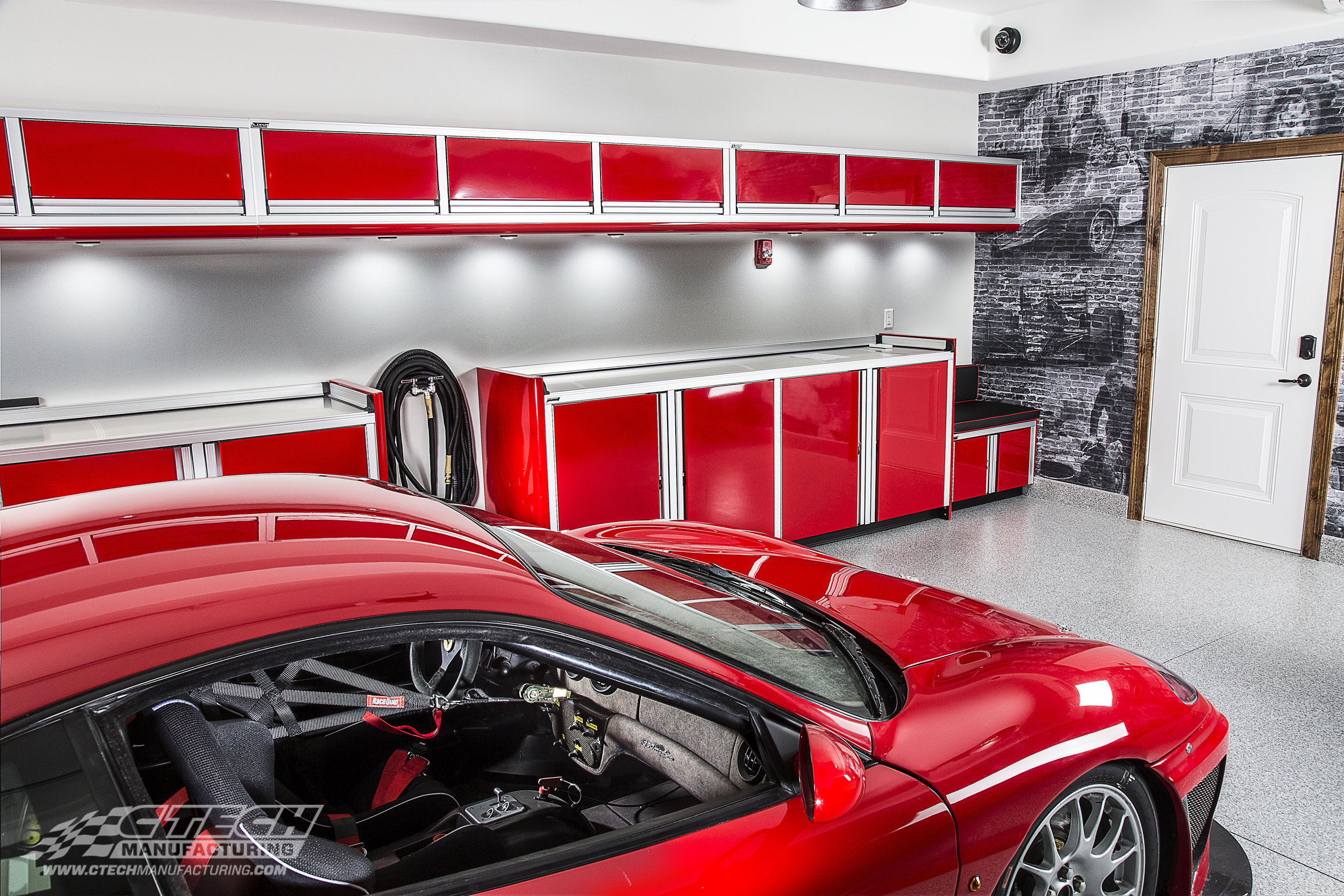 Ralph LaMacchia says that his CTECH Cabinet setup is getting more compliments than his Ferrari! CTECH knows that aesthetics matter to car enthusiasts, and we make sure that all of our innovative storage features are compatible with our superior aesthetics. BOM 39293