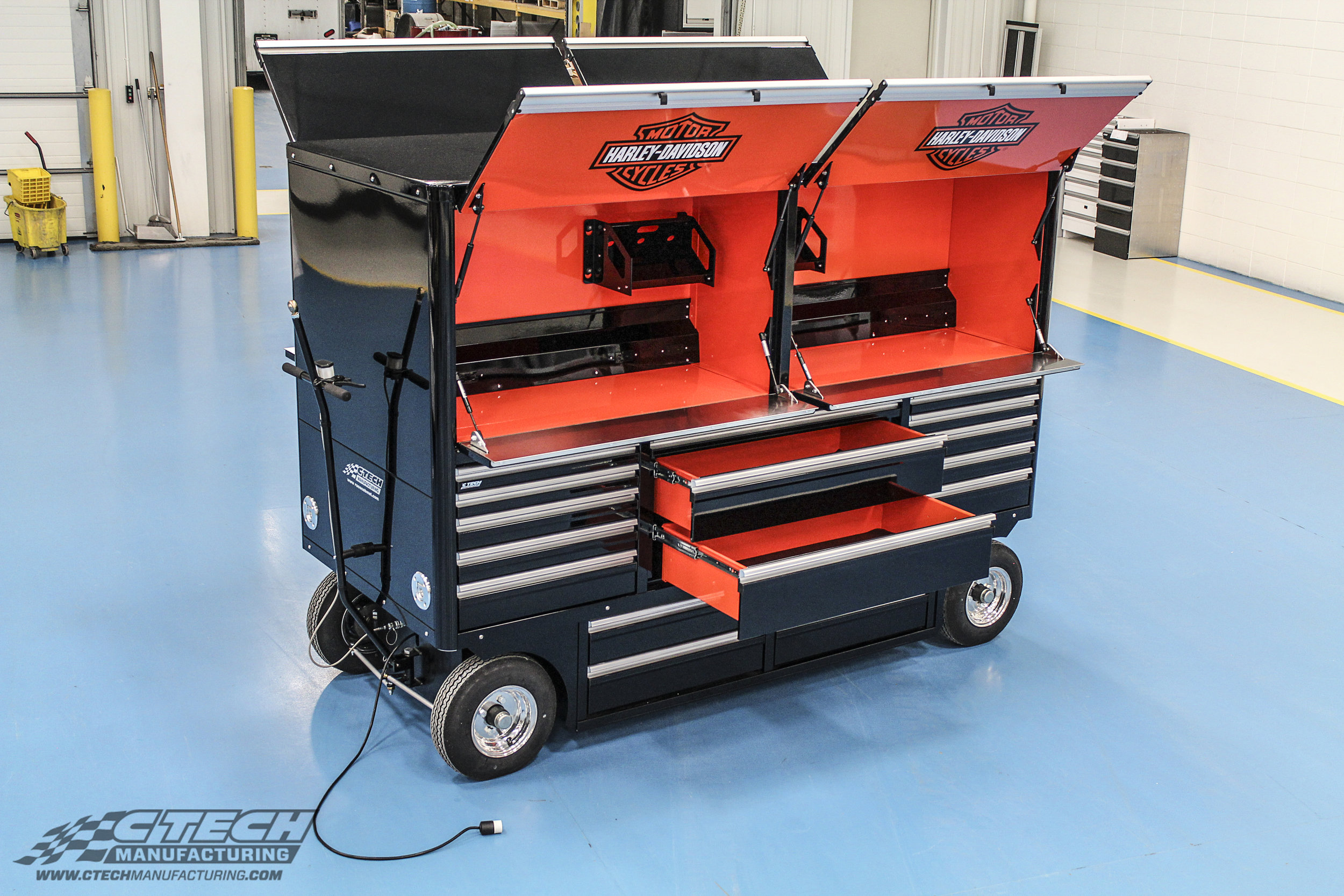 The Sportsman Cart by CTECH provides a spacious, flip-down style worktop, complete with optional power distribution and LED lighting. This large cart provides an incredbile amount of dual-sided storage on a mobile platform.