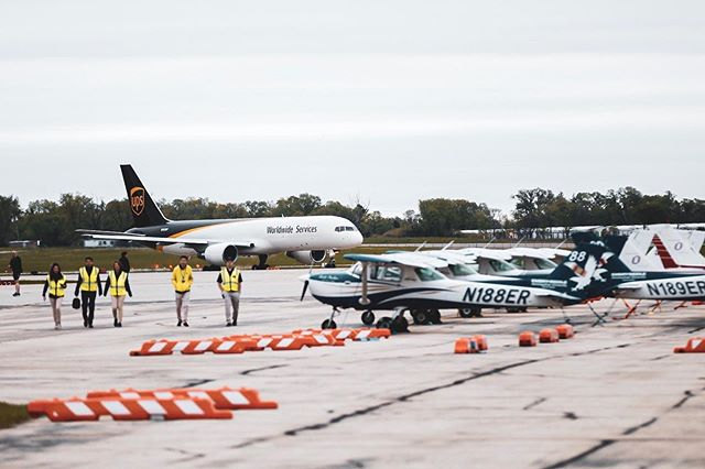 Special Delivery! Our Eagles Flight Team gets a visit from a UPS 757-200 at the At Southern Wisconsin Regional Airport during NIFA SAFECON 2019. 📸 from Flight Team's @joshua_asiaten . . #nifa #safecon #goerau #embryriddledaytona @eaglesflightteam