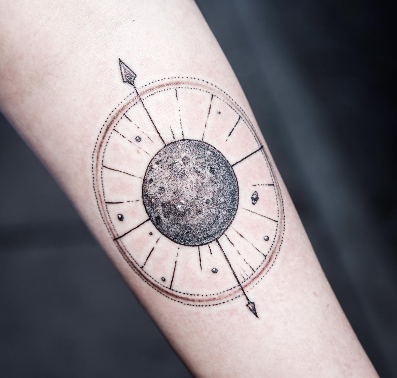 Moon Compass enrique bernal ejay tattoo.jpg