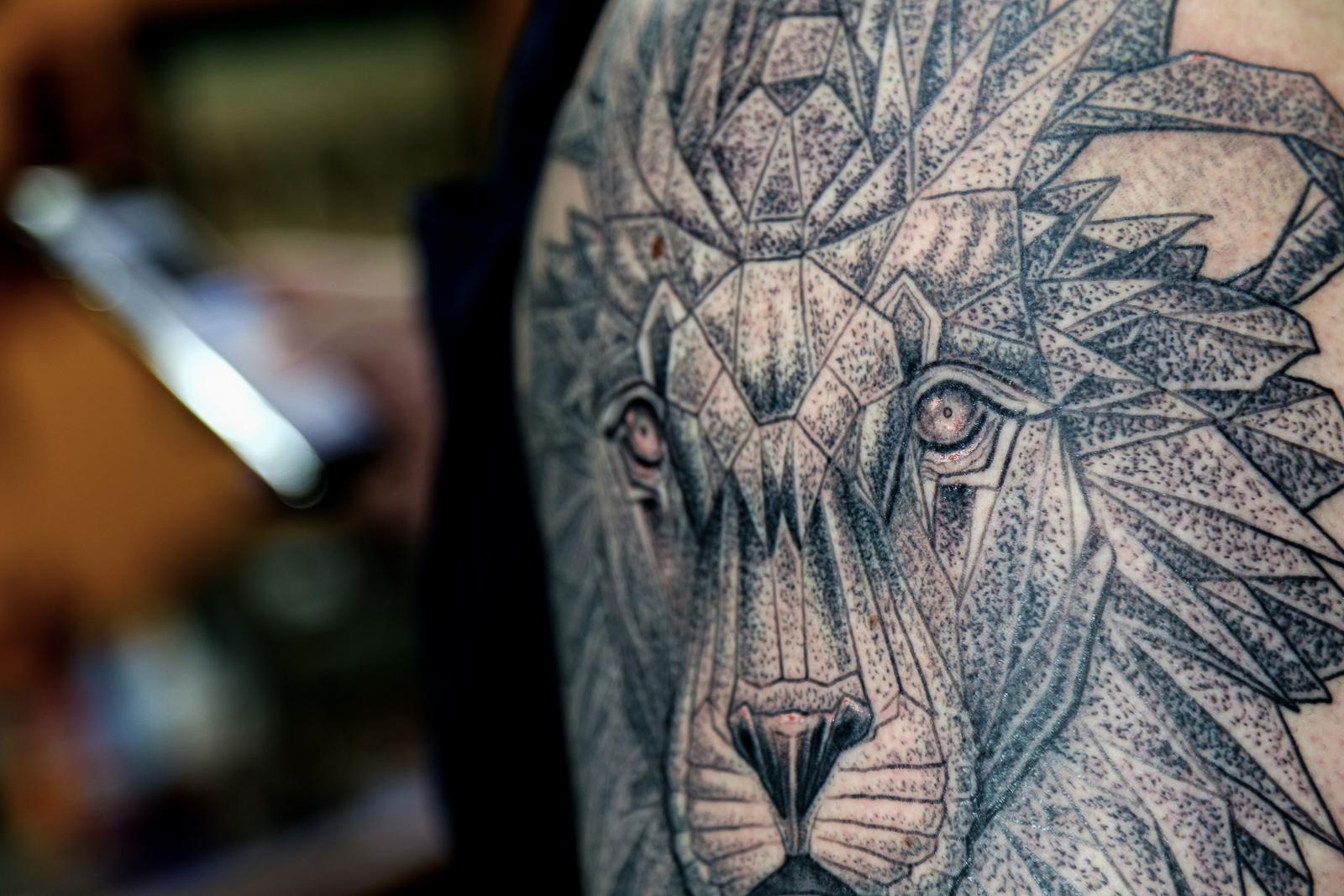 stipple lion 2 enrique bernal ejay tattoo.jpg