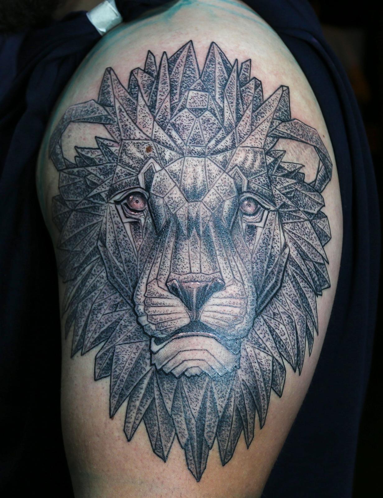 Stipple lion 1 enrique bernal ejay tattoo.jpg