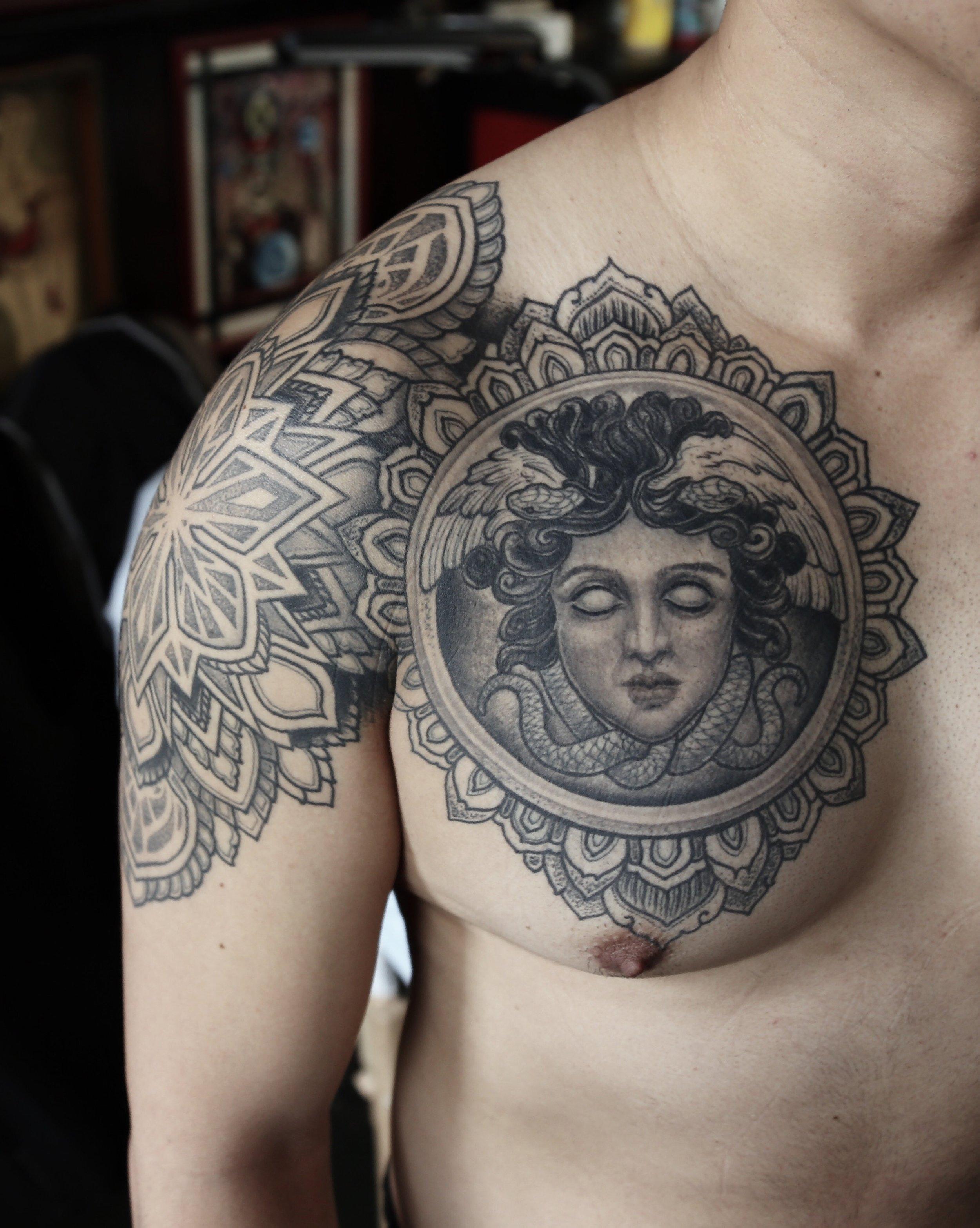enrique bernal ejay tattoo dallas texas medusa peck.jpeg