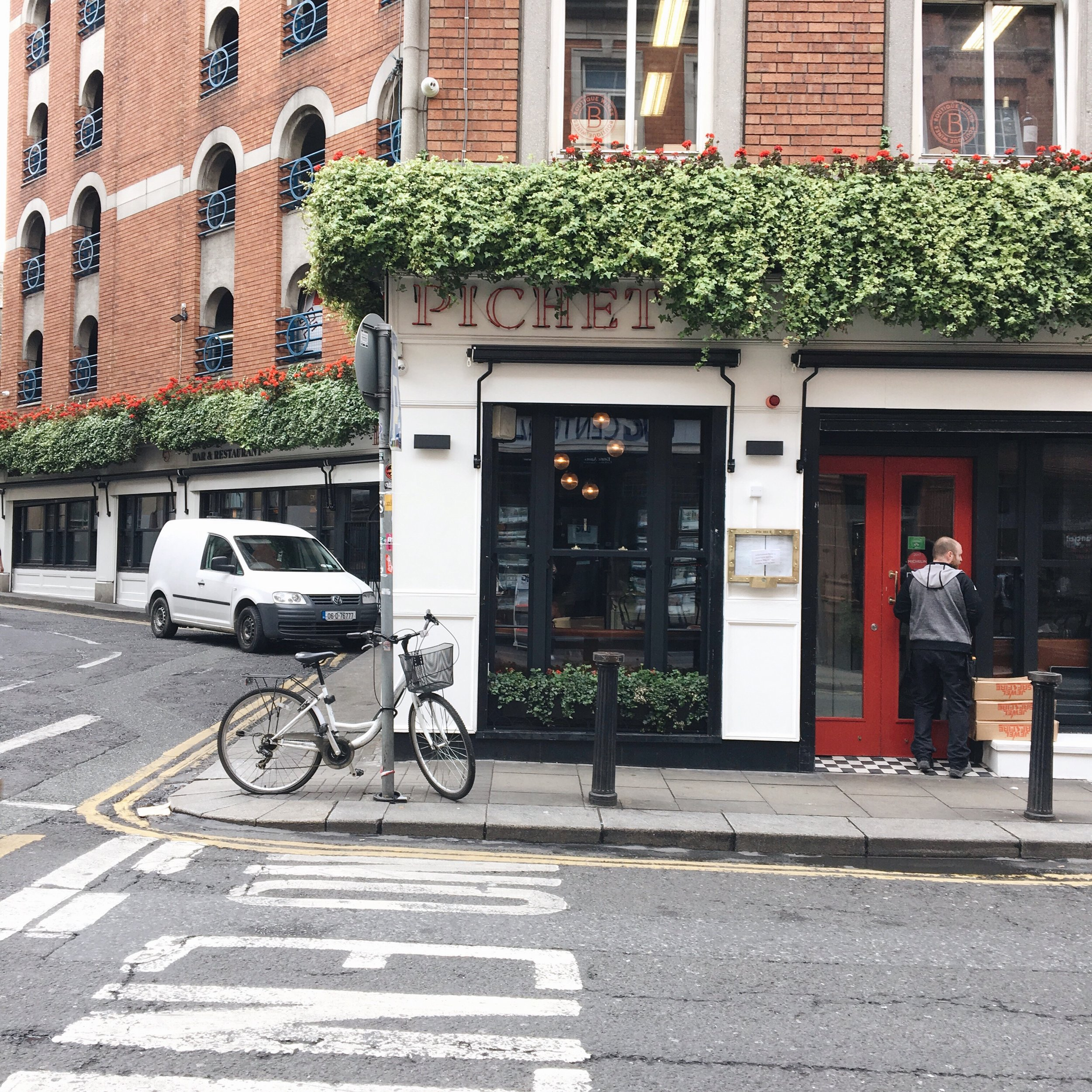 Dublin Streets - One week in Ireland Itinerary - True North Paper Co. Blog