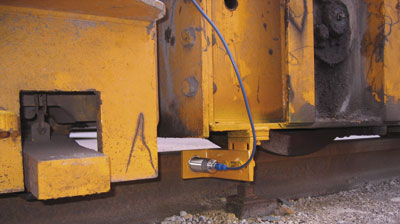Contact between the wheel flanges and the rails is prevented. The accuracy of the signals from the four ultrasonic sensors is vital to the operator.