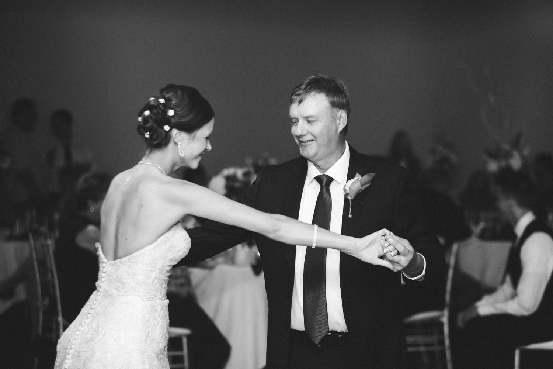 16-muse-event-center-wedding-minneapolis-photographer.jpg