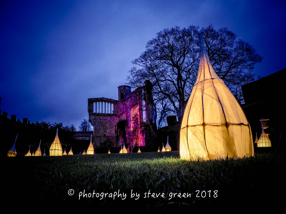 Spectacle-of-light-2018-sudely-castle-illumination-paper-lamps.jpg