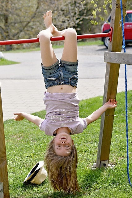 Girl hanging upside down - grat 640.jpg