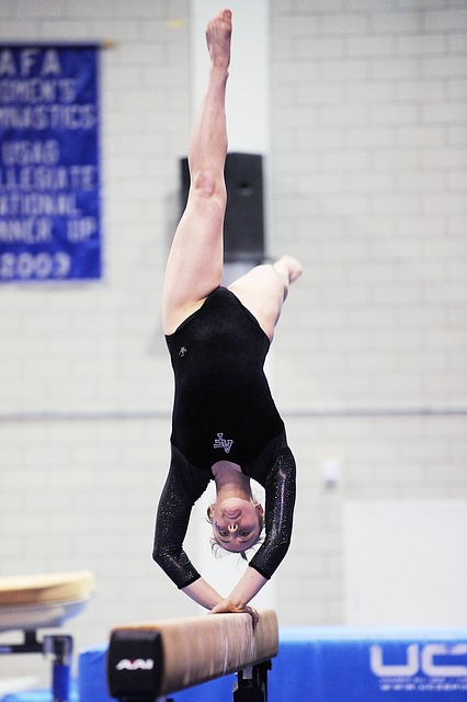 Upside down gymnist - grat 640.jpg