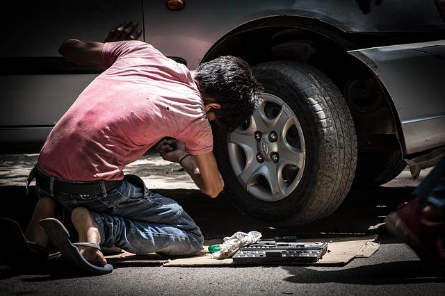 Car repair boy P - 640.jpg