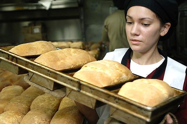 Girl baker - P 640.jpg