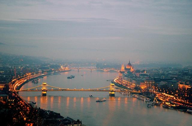 www.maxpixel.net-Budapest-Evening-Night-Metro-Black-And-White-Speed-646403.jpg