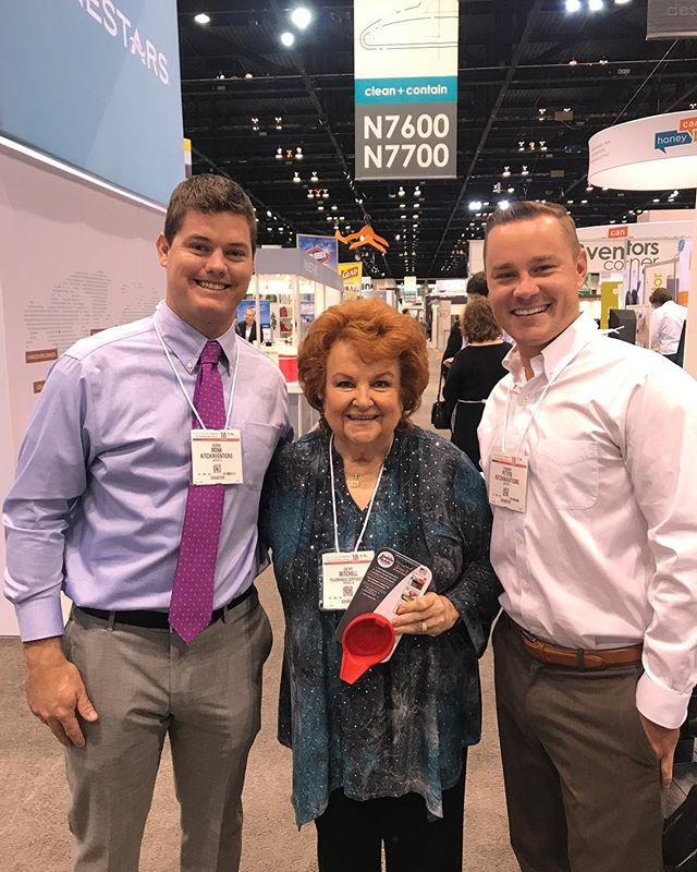 Honored to meet the queen of kitchen gadgets Cathy Mitchell! She loved the Spoon Buddy and we look forward to working with her! #homecooking #cathymitchell #kitchengadgets #housewaresshow #cooking #kitchen