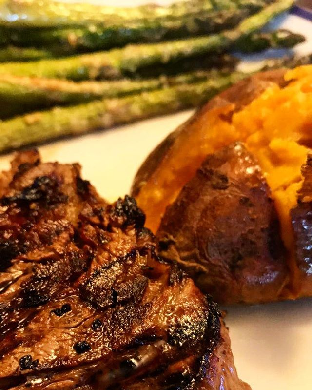 Steak, sweet potato and asparagus is a go to meal! Who else is hungry looking at this picture??
