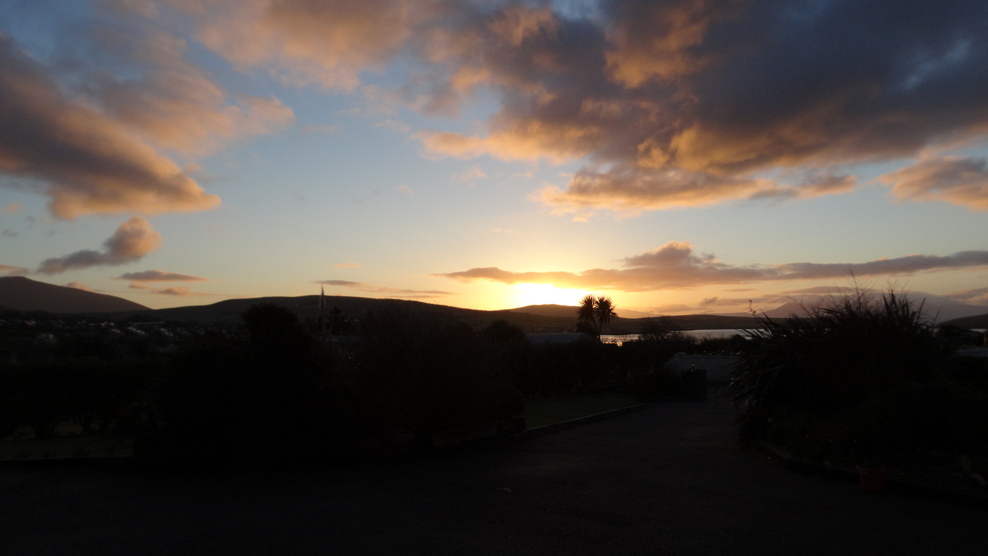 2016-02 Dingle Bay at sunset 2.jpg