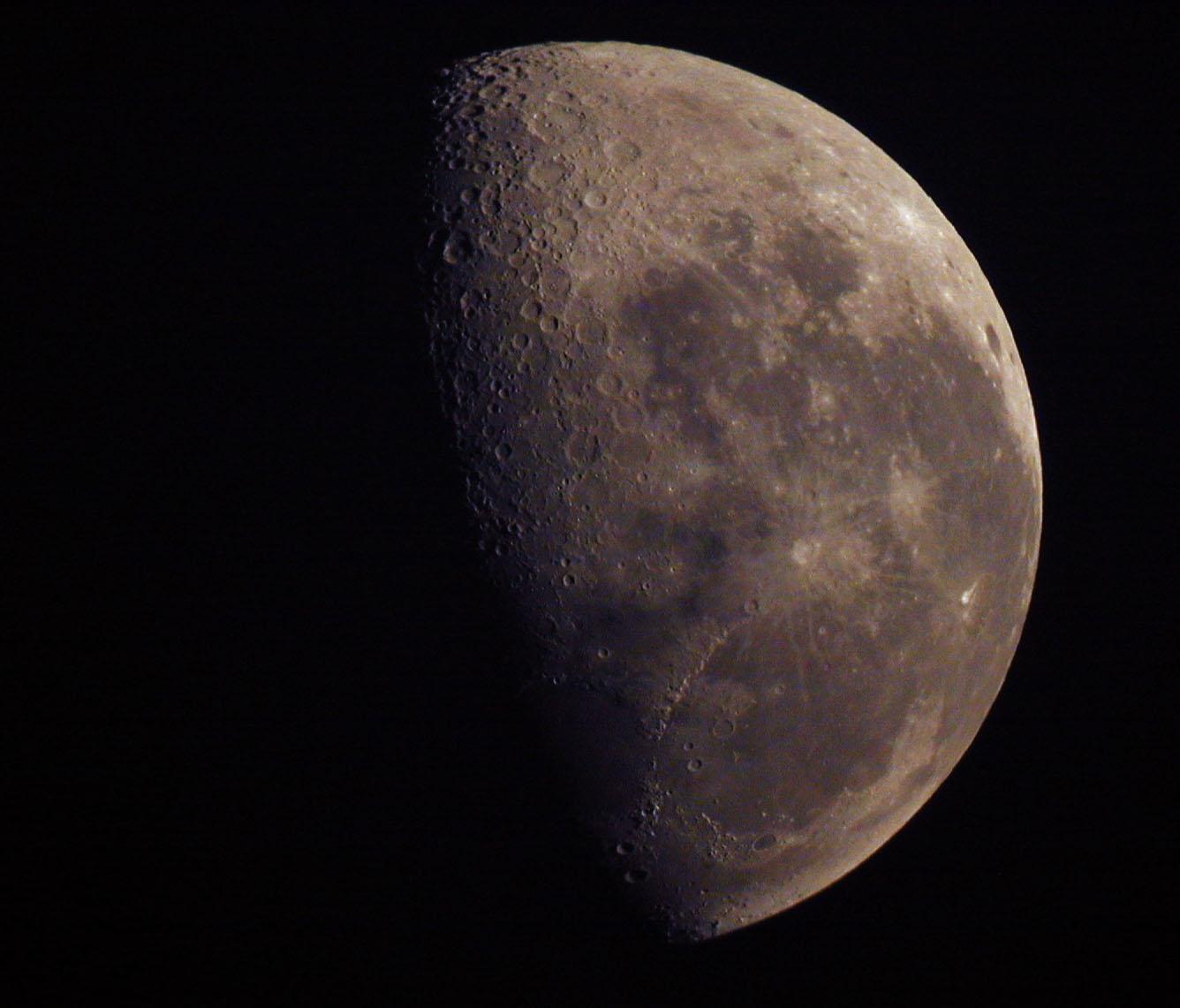 Moon_20060815_Coober_Pedy.jpg