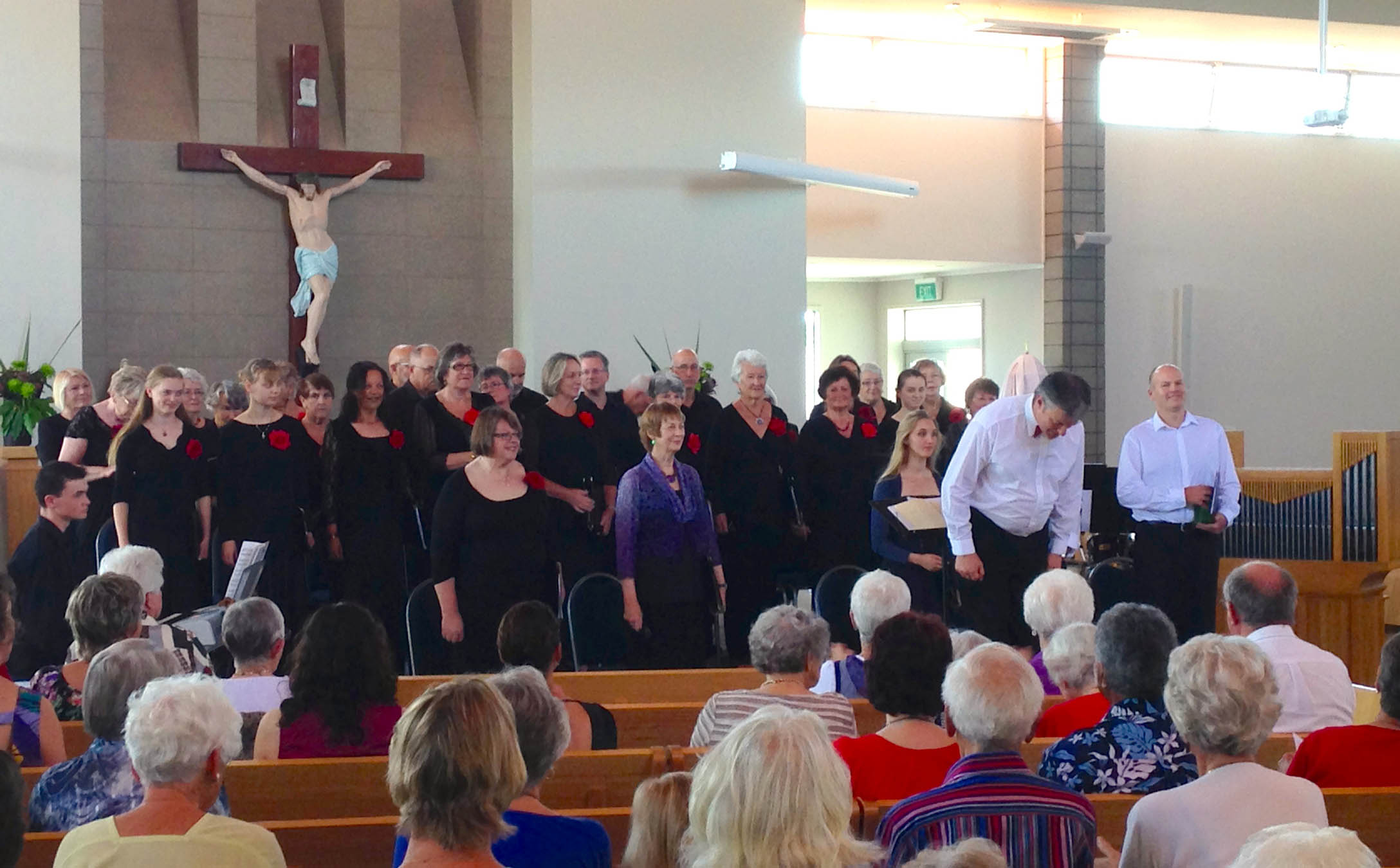 Franklin_Community_Choir_bows_20131124_Pukekohe_NZ.jpg