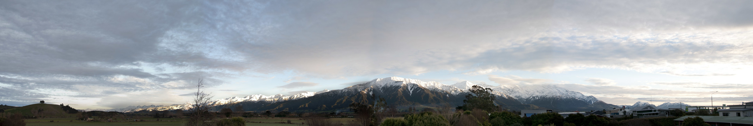 Kaikoura_morning_panorama_20110821.jpg