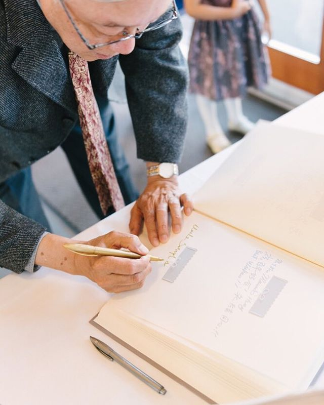 I love guestbooks. After the business of a wedding, you get a chance to read all the heartfelt best wishes from your friends and family, and a keepsake for the rest of your lives. 📷 @itswilsonlau . . #guestbook #keepsake #memories #vancouverweddings #yvrweddings #eventplanner #weddingplanning #family