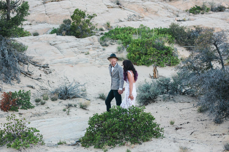Boho wedding couple elope in the desert of Utah