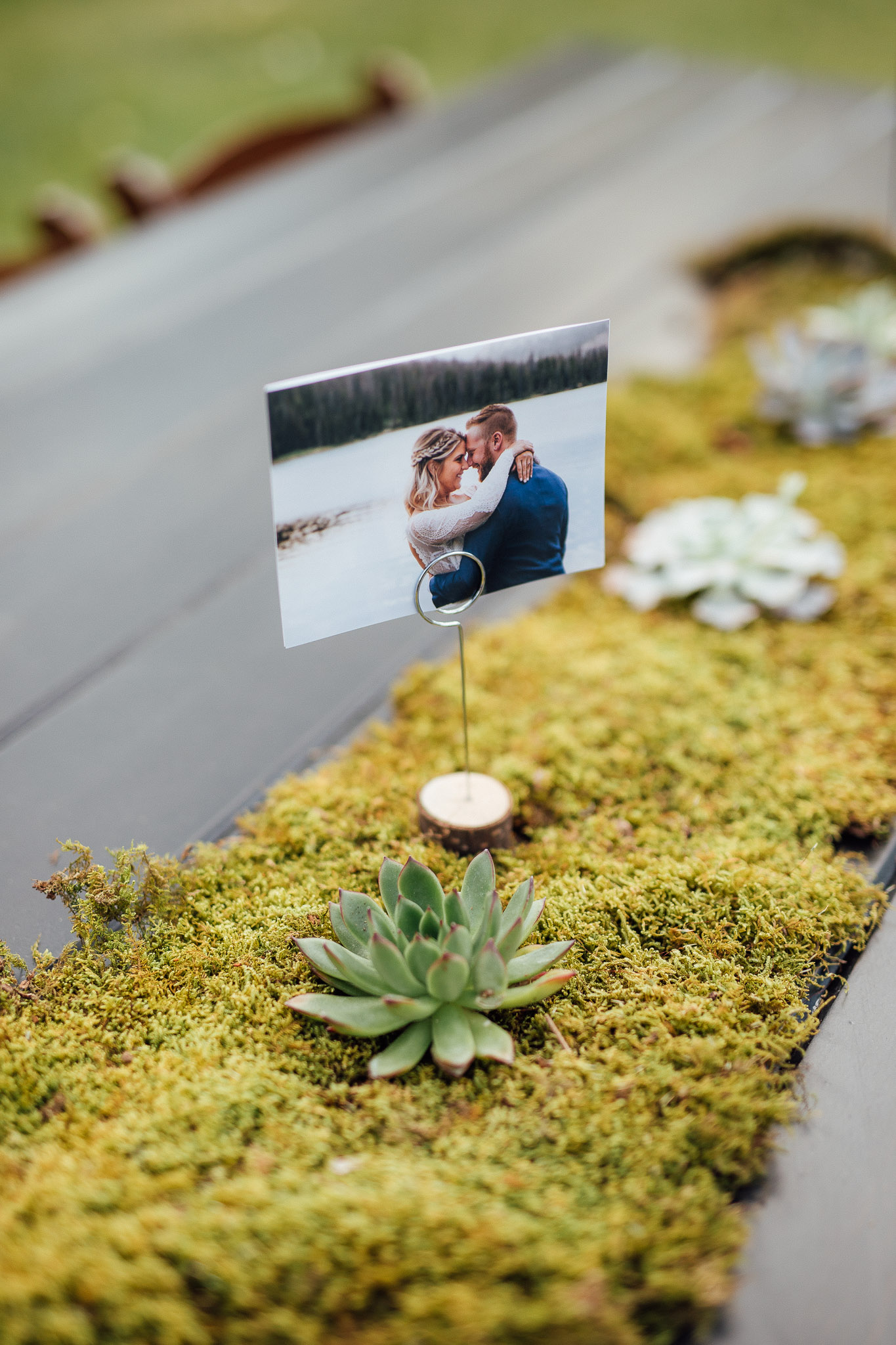 Table centerpieces and runners for wedding reception