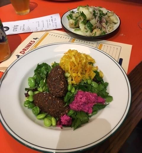 Diner Salad with Falafel