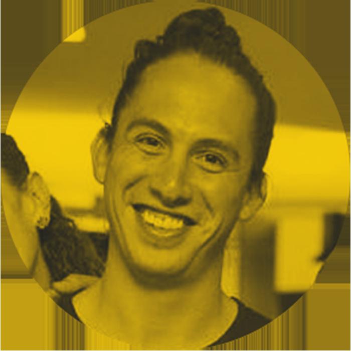 PABLO   Socio + CD   Después de su maestría en Creatividad Publicitaria en Madrid, Pablo ha sido Director Creativo en algunas de las principales agencias de México como BBDO, Leo Burnett y Terán\TBWA.Su fortaleza radica en diseñar campañas específicas para sus clientes con una base estratégica sólida para obtener los mejores resultados posibles. Tiende a ganar premios de creatividad mientras lo hace.