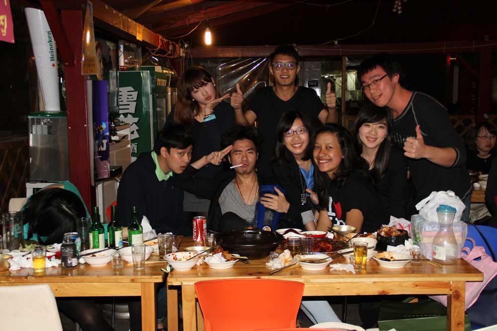 see them faces, pantat bayi, super kenyel, no pore at all! HAHA envy!