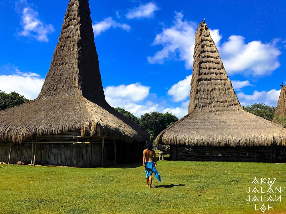 Asoka-Remadja---Desa-Ratenggaro-Sumba-Barat-5.jpg