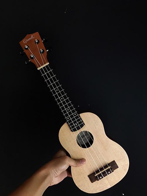 Asoka-Giveaway-ukulele-123.jpg