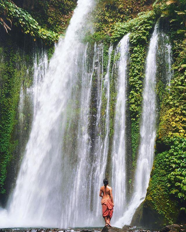 Ada satu dua hari tersisa sebelum naik RINJANI, and I choose to explore one of the most fascinating waterfall here in Lombok - Tiu Kelep Waterfall! . Banyak banget yang berubah dari Air Terjun Tiu Kelep ini, jalananya sekarang semakin jelas dan BERSIH! Selama perjalanan menuju air terjun ini, ga ada SAMPAH atau plastik makanan atau apapun itu, so HAPPY! . Gw berharap semua tempat wisata bakal kaya Air Terjun Tiu Kelep ini, bersih, tertata, meski banyak perubahan tapi ga merubah kenaturalan tempatnya. WOHOOOOOOW #AkuJalanJalanLoh  #sonyalpha7rii