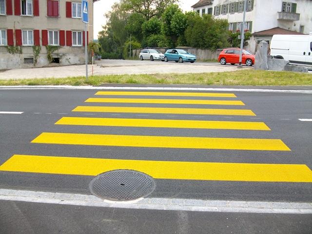 Fussgänger Verkehrsgelb.jpg