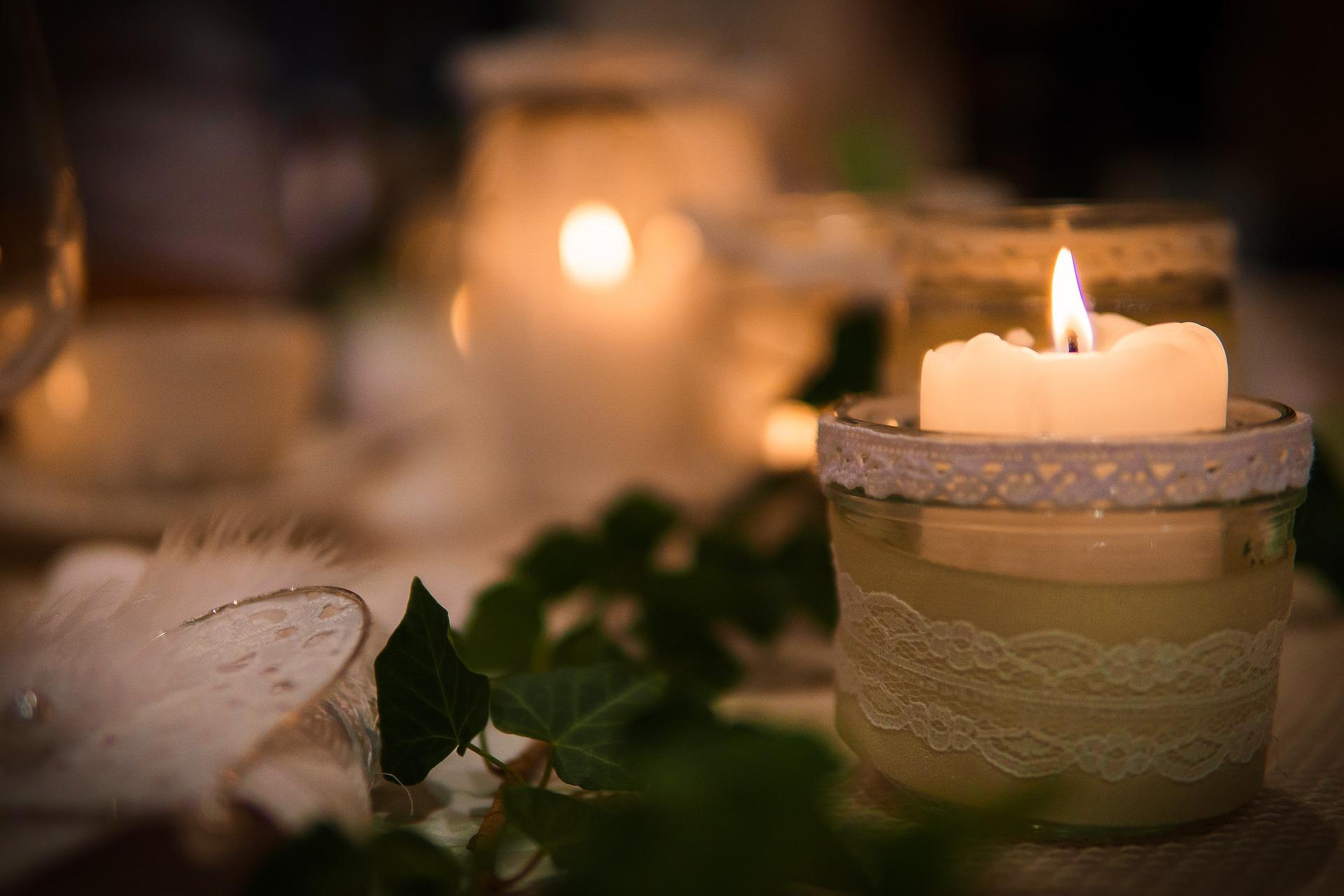 candlelight-2826332_1920.jpg