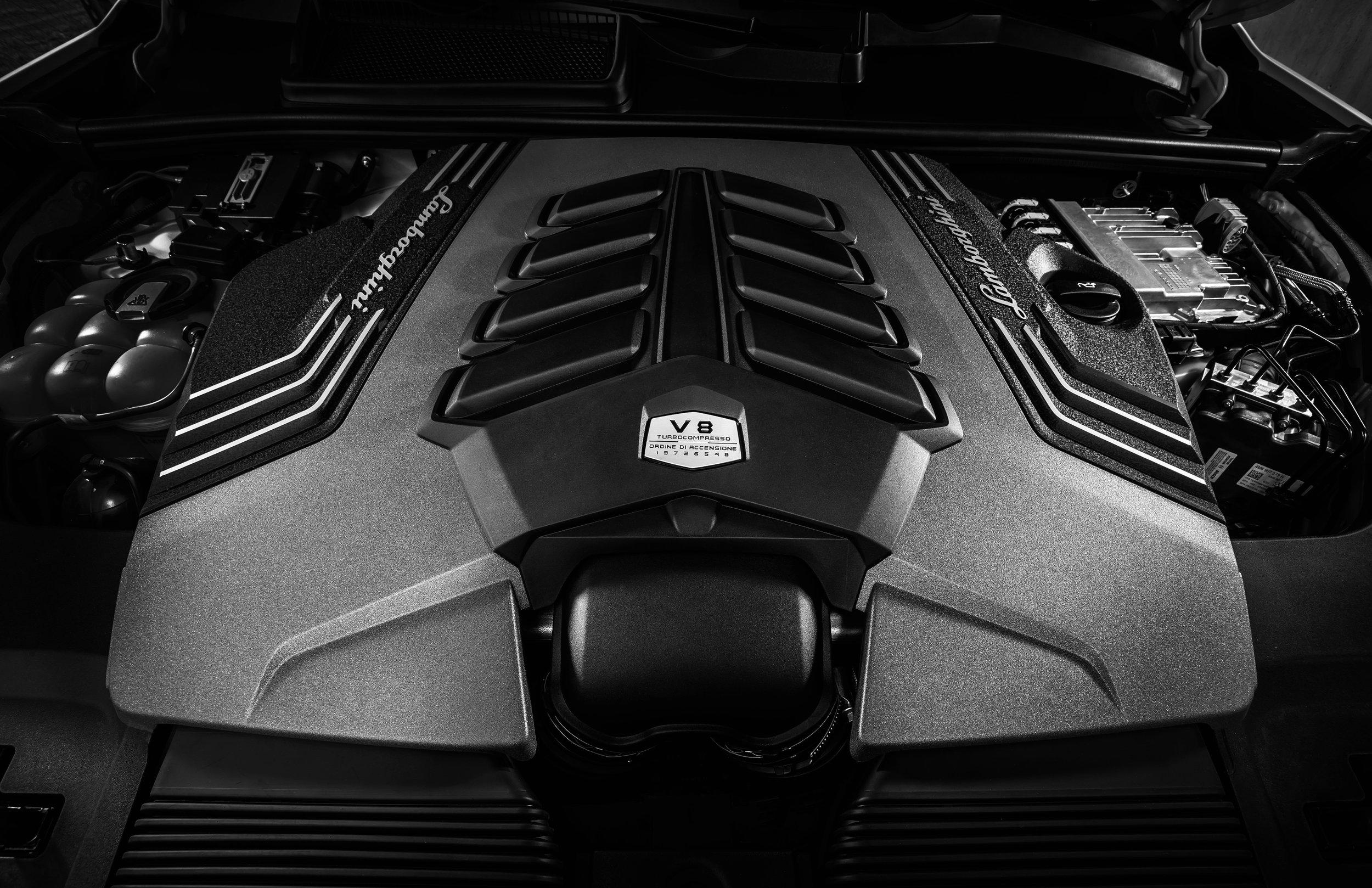 23. Lamborghini Urus - Engine.jpeg