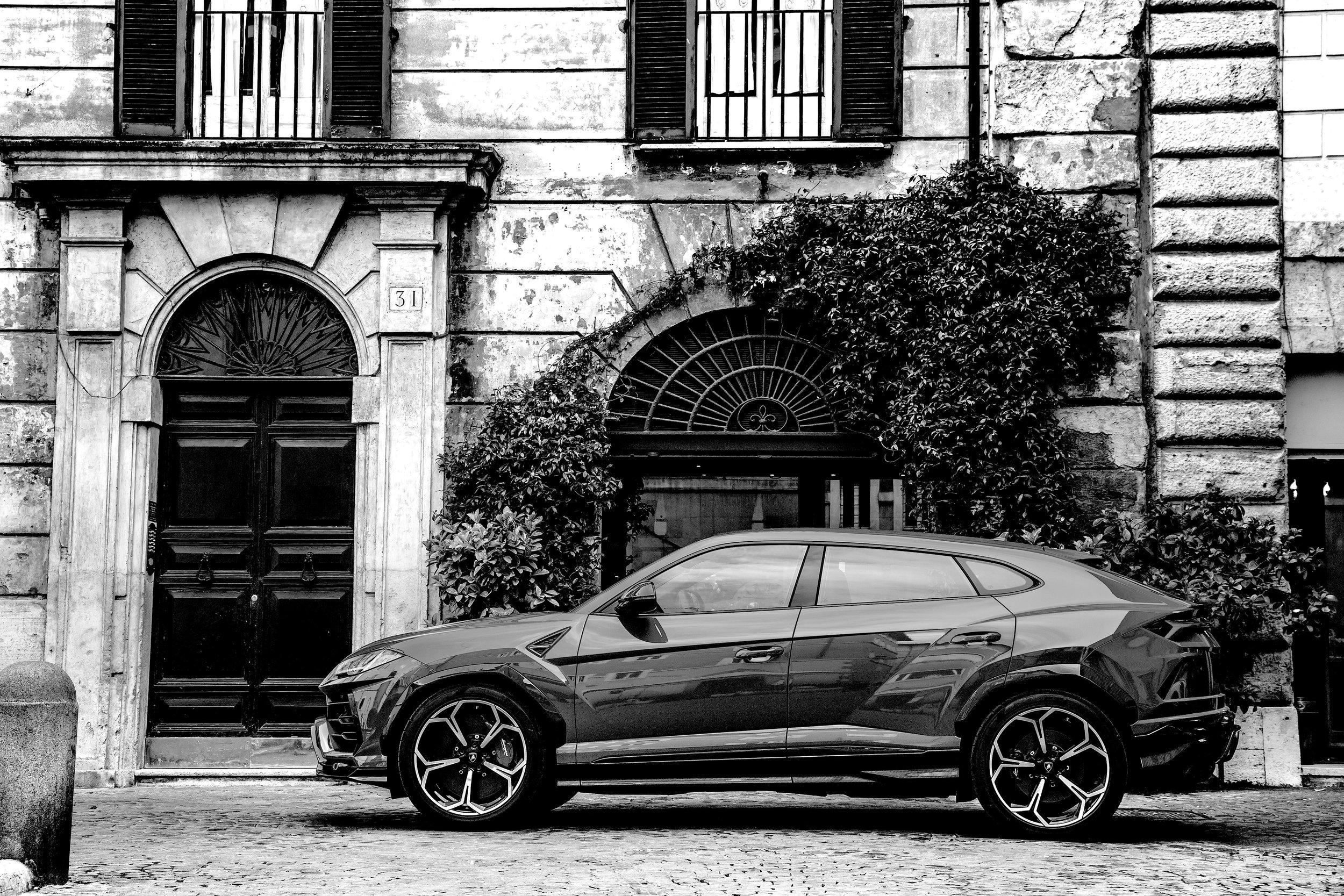 04. Lamborghini Urus - Profile.jpg