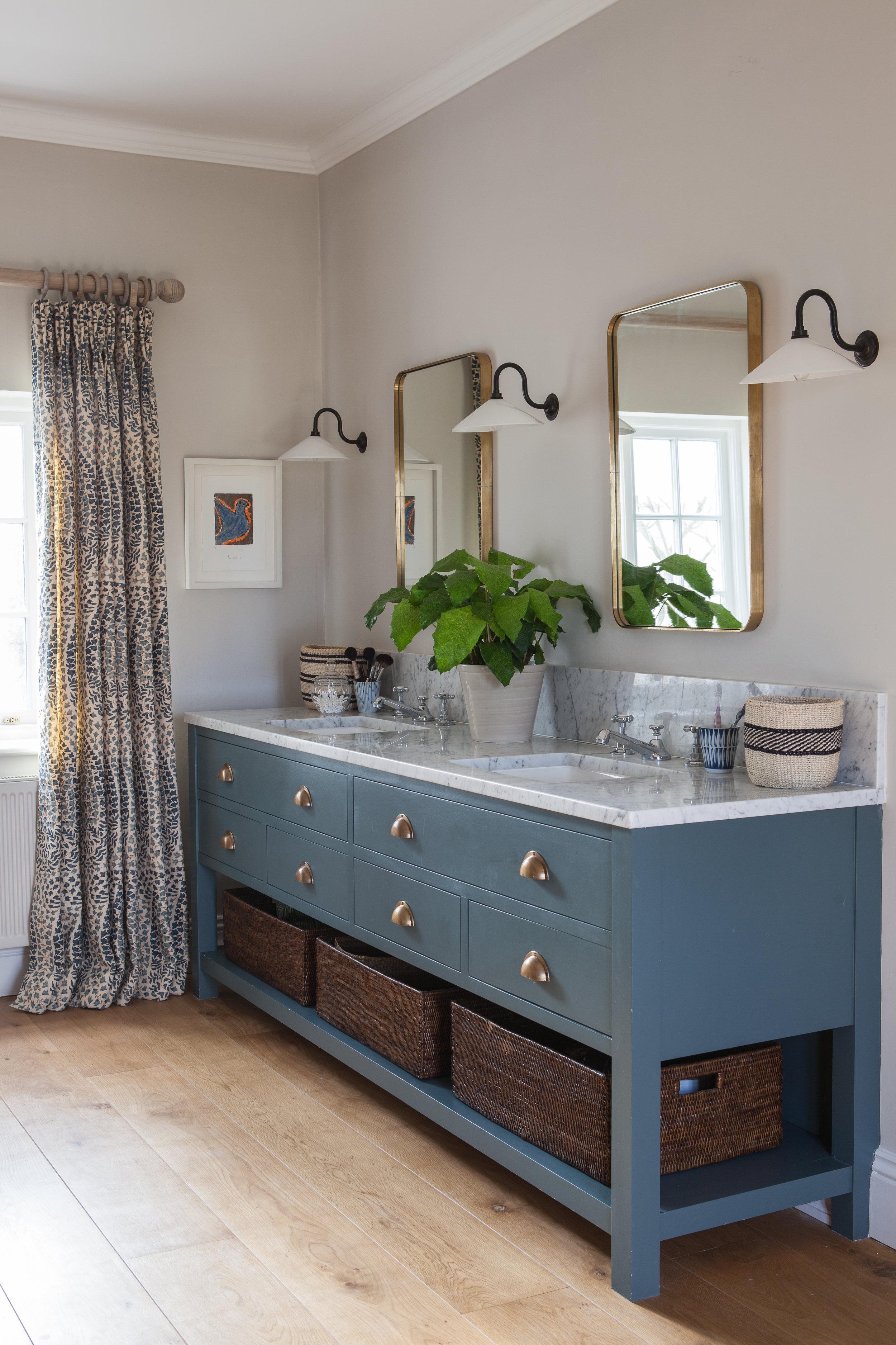 bluebathroom.jpg