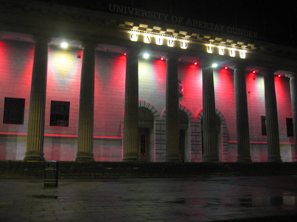 Caird Hall, Dundee Main Square.jpg