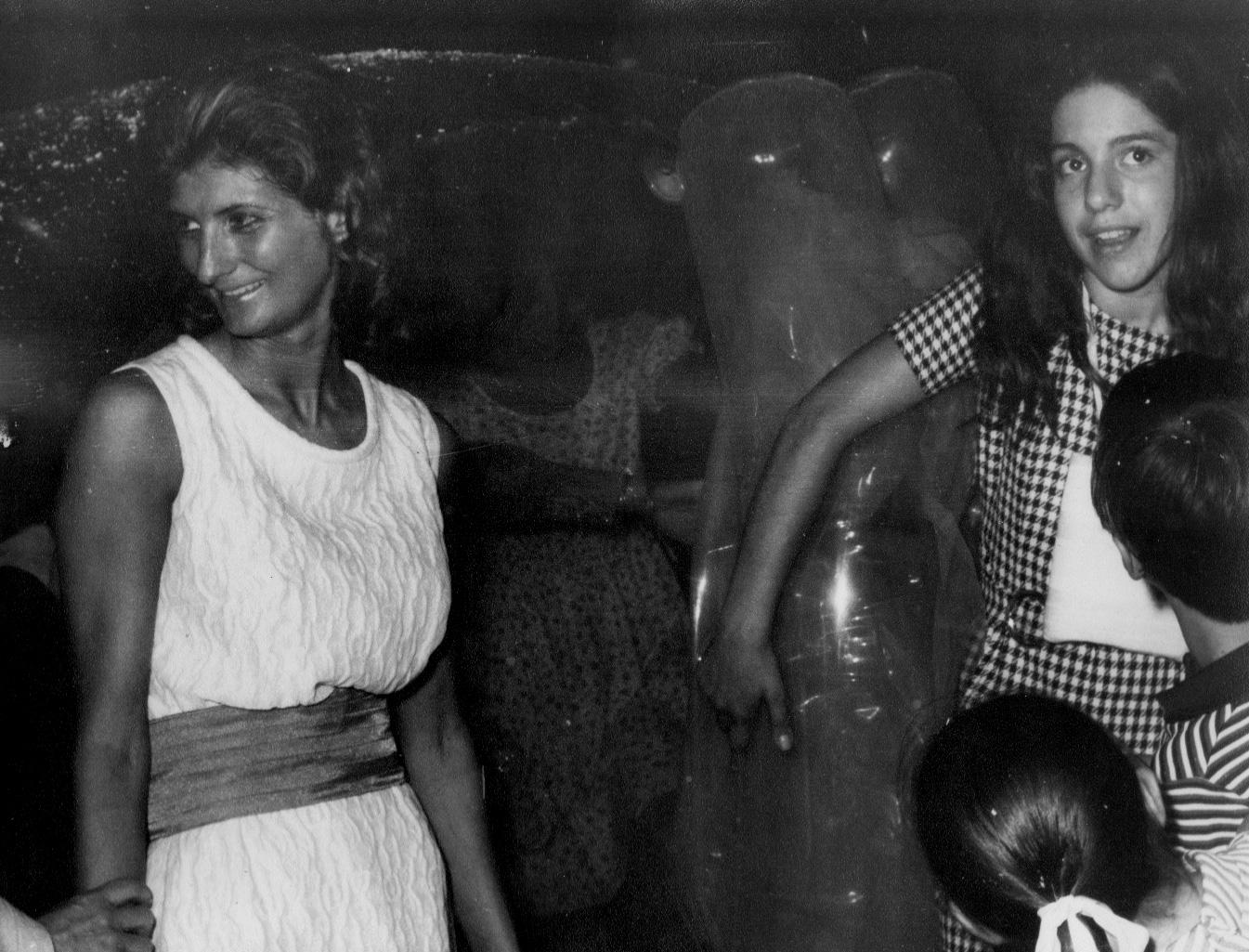 public-vernissage--2-femmes---n-s-.jpg