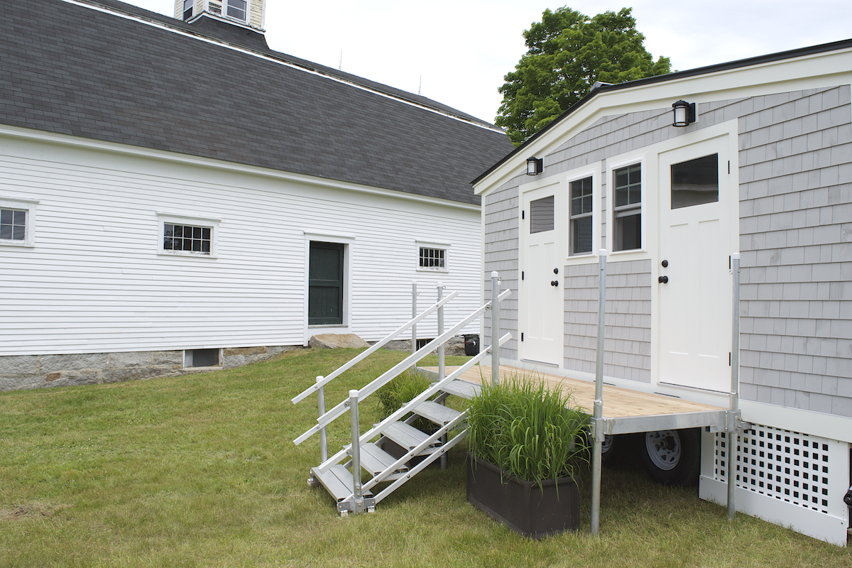 luxury-restroom-trailer-for-weddings-and-events