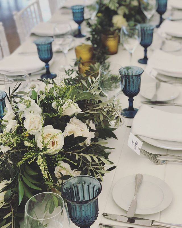 Our brand new cobalt glassware and stunning floral arrangements by @minkaflowers ✨🎉