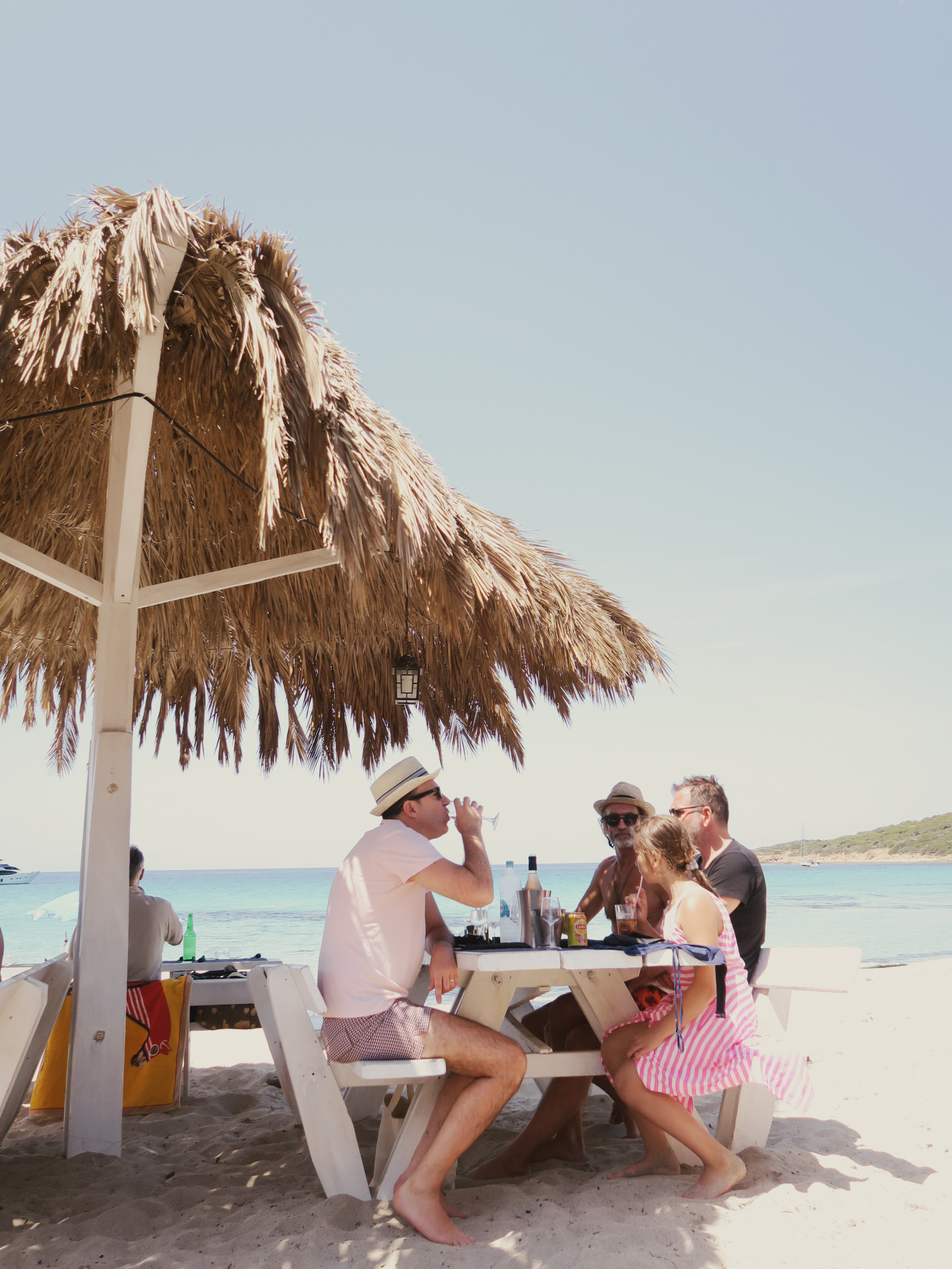 travellur_corsica_family_beach_life_relax_edit.jpg