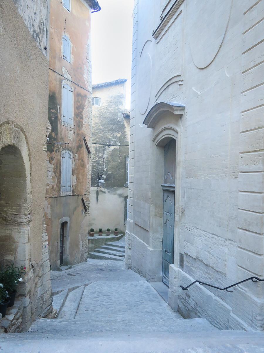 travellur_slow_travel_france_lavender_land_village.jpg