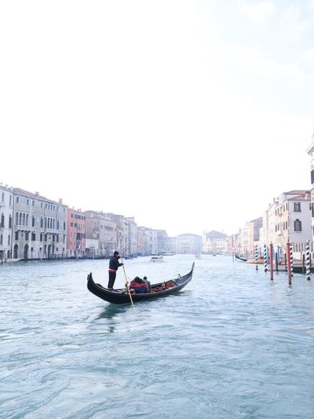 travellur_slow_travel_destination_venice_gondola_canal_romance_love_life.jpg