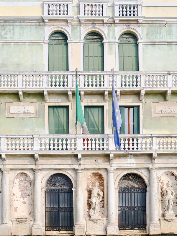 travellur_slow_travel_destination_venice_palazzo_history.jpg